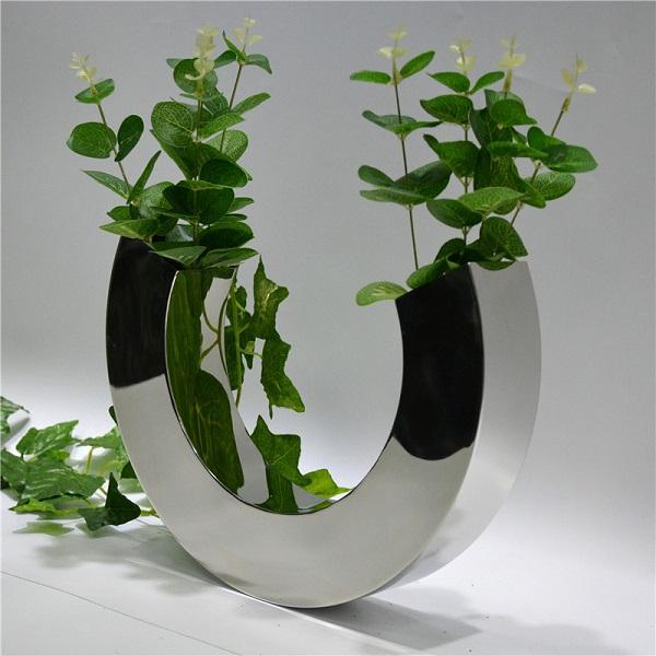 Explore Some Unique Ways to Decorate Your Flowerpots